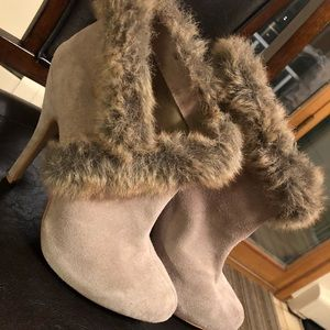 Boots with fur accent